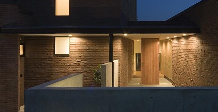 完全自由設計施工 ALLの高級注文住宅 CASE 01 赤レンガとフラットルーフのある家