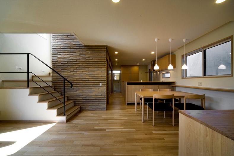 ALLの高級注文住宅「室内にレンガをあしらった家」3