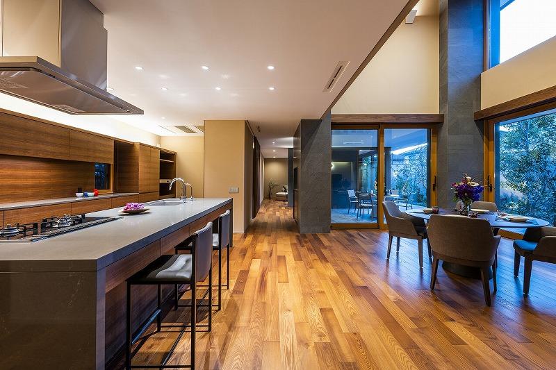 ALLの高級注文住宅「石と木の家」10