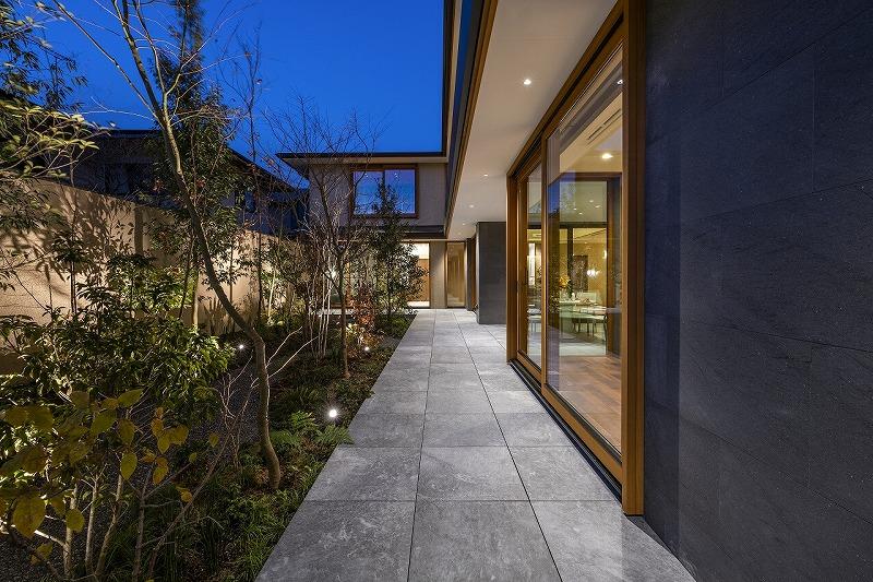 ALLの高級注文住宅「石と木の家」17